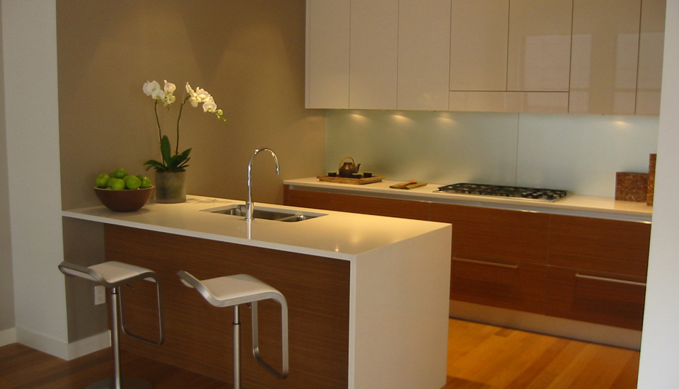 Modern minimalist white kitchen cabinet and countertops kitchen design