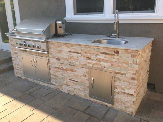 Outdoor basin stone cladding
