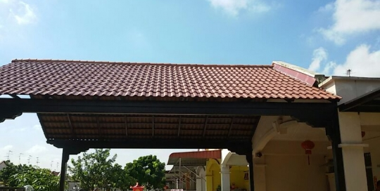 Car porch canopy with steel bar support and ceramic roof tiles side view