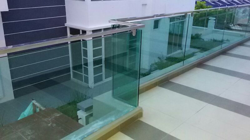 Flat shape stainless steel railing with tampered glass balcony balustrade 1