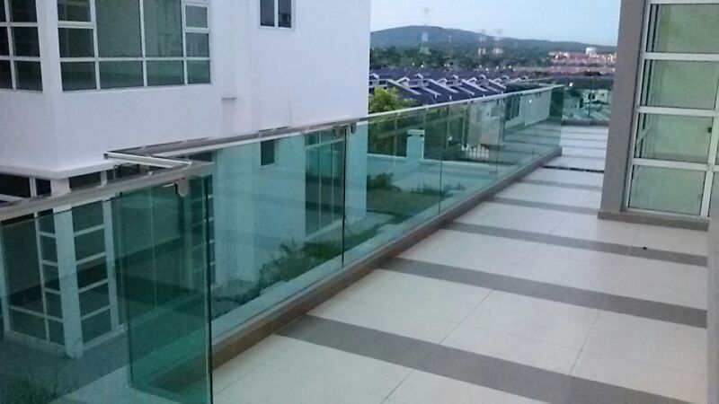 Flat shape stainless steel railing with tampered glass balcony balustrade 3.