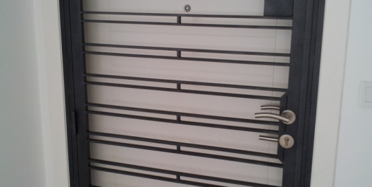 7 feet height powder coated solid bar wrought iron door grille